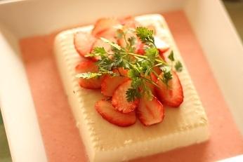 苺と豆腐のサラダ by 千葉県浦安市のおもてなし料理教室 熊谷真由美のラクレムデクレム