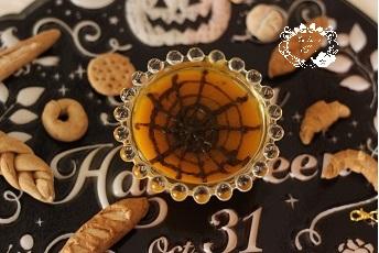 ハロウインのかぼちゃのポタージュ 蜘蛛の巣模様|料理研究家 熊谷真由美のおもてなし料理教室