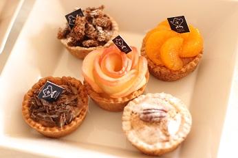 抹茶のタルト、コーヒーのタルト、カスタードのタルト、みかんのタルト、チョコのタルト|フランス菓子教室 熊谷真由美のラクレムデクレム