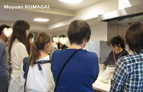 長谷工でお料理教室ご依頼いただき授業する料理研究家 熊谷真由美
