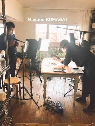 聖教新聞社取材中の料理研究家 熊谷真由美の撮影風景