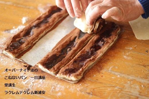 捏ねないパン オーバーナイト法のプライベートレッスンでチョコレートマーブル食パンをつくる生徒さん
