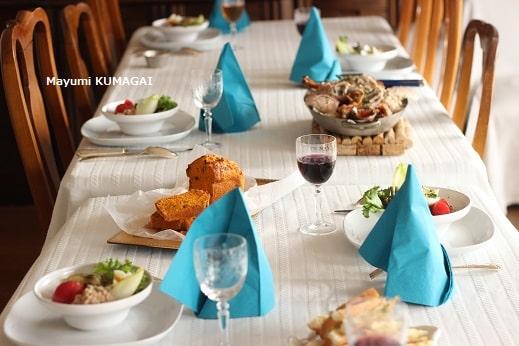 来客むけおもてなし料理教室ラクレムデクレム新浦安(東京ベイ)での生徒さんとの実習後のおもてなしの試食前のテーブルコーディネイト