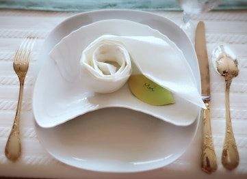 薔薇のナプキンの折り方