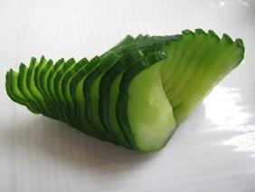 きゅうりの飾り切り|料理研究家の料理教室 熊谷真由美のラクレムデクレム