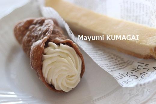 星口金でチーズのクリームをつめたシックなイタリアの伝統菓子カンノーリ