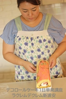Kさんがつくったバーバパパのかわいいデコロールケーキ