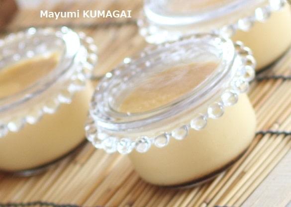 パステル風に卵黄と牛乳で作ったなめらかすぎる、フライパンで蒸した本格プリン