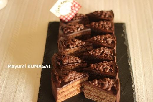 ガナッシュで葡萄を絞った ウイーン菓子のチョコレートケーキ、トラウベントルテTraubentorteをお菓子教室でつくる