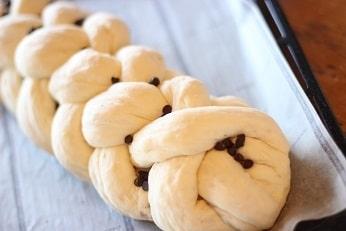 チョコトッピングの編み込みパン、ツオップ6本編み